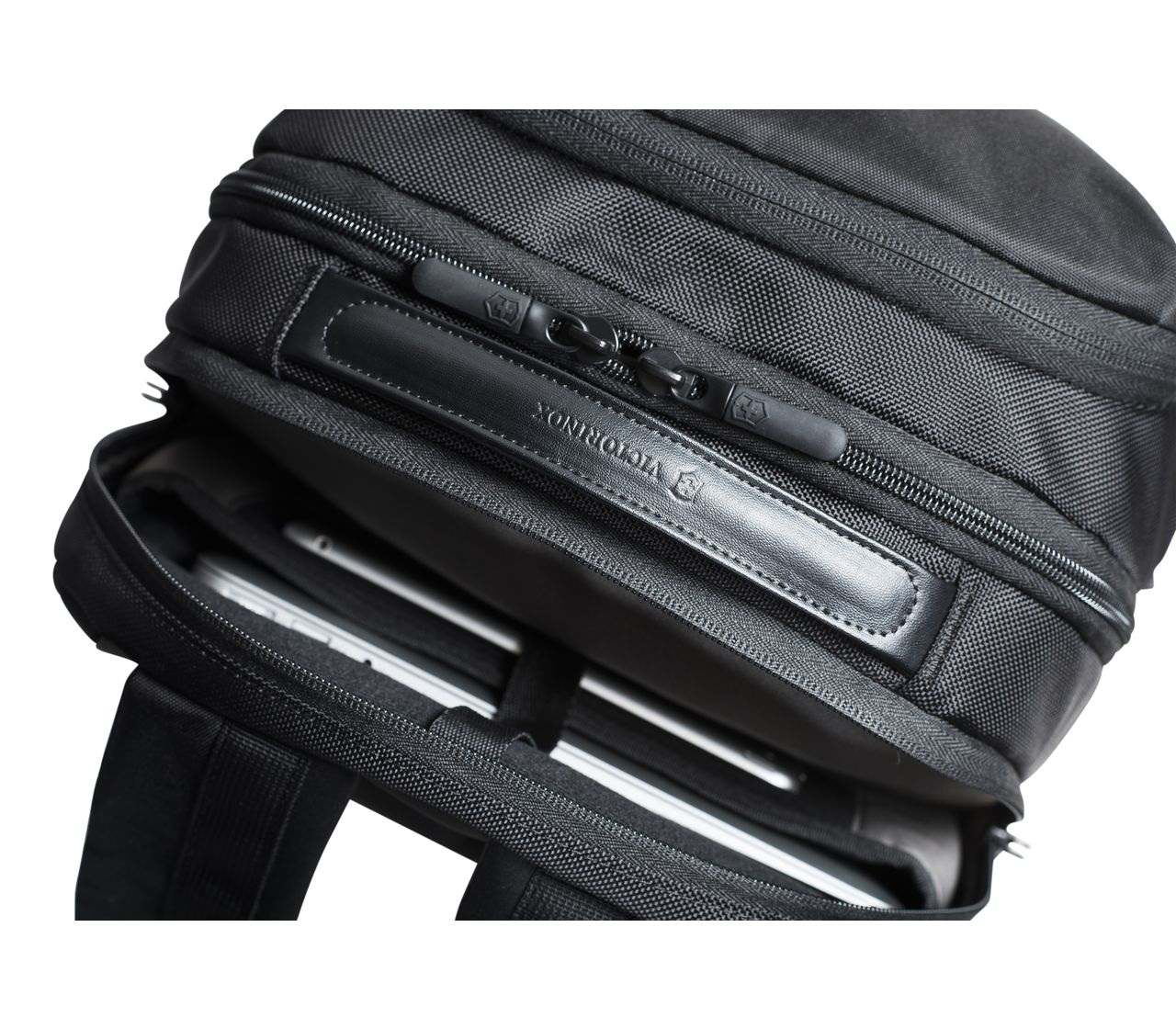 Victorinox Deluxe Travel Laptop Backpack In Black 602155